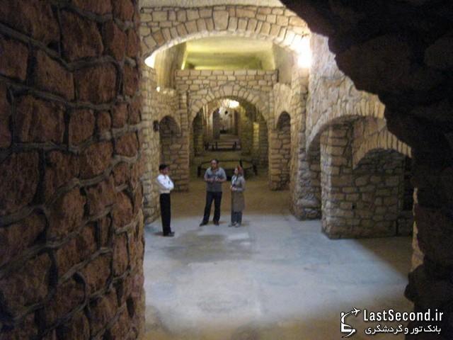 نماهایی از راهروهای شهر زیرزمینی کاریز کیش